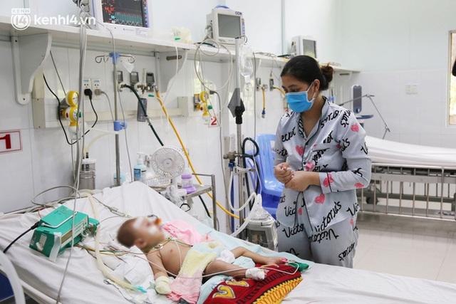 Cân não giành sự sống cho hàng trăm em bé F0 nguy kịch ở bệnh viện tuyến cuối điều trị Covid-19 - Ảnh 13.