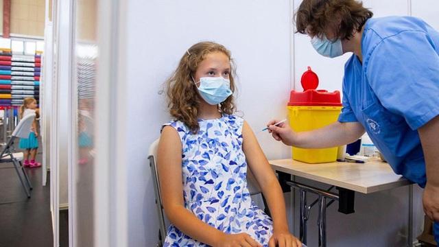 Tại sao thử nghiệm lâm sàng vắc xin COVID-19 cho trẻ em lại mất nhiều thời gian hơn vắc xin dành cho người lớn? - Ảnh 3.