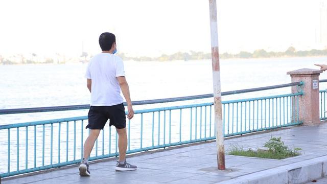 [ẢNH] Vừa nới lỏng, người dân đã nhộn nhịp tập thể dục - Ảnh 5.