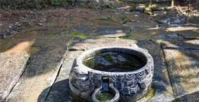 Khi chạy trốn người phương Tây, Từ Hi Thái hậu đã vứt rất nhiều của cải xuống giếng, vì sao đến giờ vẫn không ai dám vớt? - Ảnh 2.