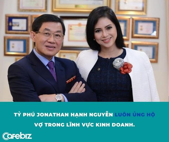 Si tình như tỷ phú Johnathan Hạnh Nguyễn: Trúng tiếng sét ái tình với nữ TVHK kém 19 tuổi, ráo riết đi mọi chuyến bay của vợ - Ảnh 2.