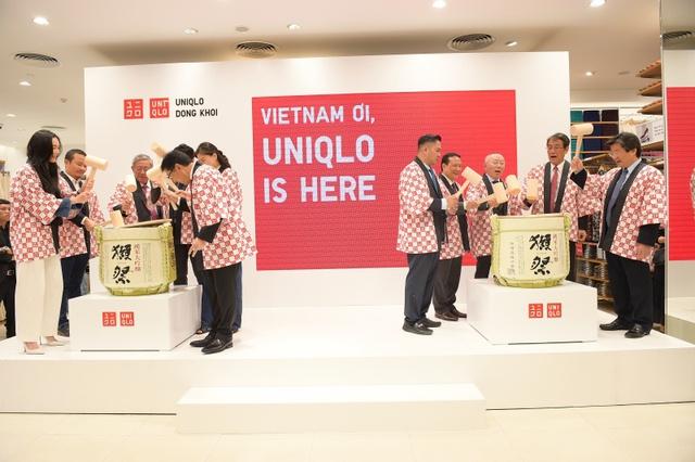 Tadashi Yanai - người giàu nhất Nhật Bản định hình triết lý của Uniqlo : Từ chối Amazon và Alibaba để tạo sân chơi riêng, xem Đông Nam Á là một hộp đôla, tận dụng Covid-19 làm sản phẩm LifeWear phục vụ work from home - Ảnh 2.