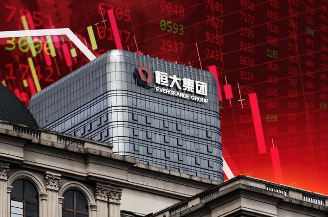 Cổ phiếu Evergrande xuống mức thấp nhất trong vòng 1 thập kỷ, thị trường chứng khoán toàn cầu cùng 70.000 chủ nợ toát mồ hôi - Ảnh 1.
