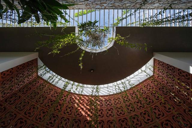 Nhà 320m2 ở Tây Nguyên với vibe thư thái an yên quá đỗi, mê nhất là khu giếng trời đẹp như resort - Ảnh 16.