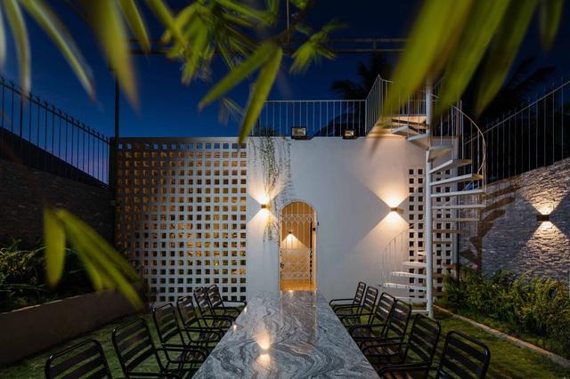 Nhà 320m2 ở Tây Nguyên với vibe thư thái an yên quá đỗi, mê nhất là khu giếng trời đẹp như resort - Ảnh 26.