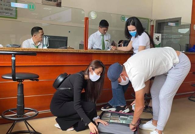 Thủy Tiên sáng rút 20 tỷ tiền mặt ở Sài Gòn, trưa rút 10 tỷ tại Huế, dân mạng phân tích 3 điểm bất thường - Ảnh 5.