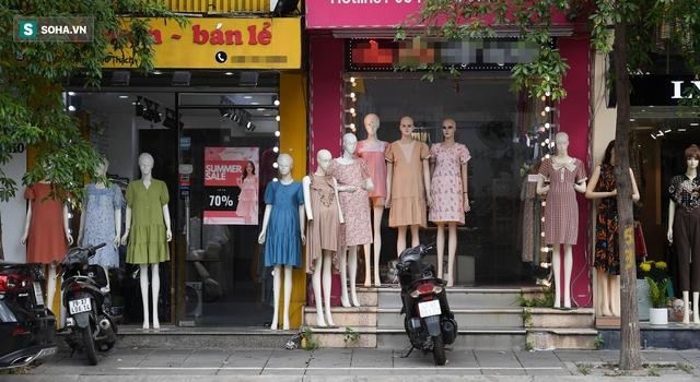 Hà Nội: Phố thời trang, nội thất mở cửa công khai dù chưa được phép - Ảnh 1.