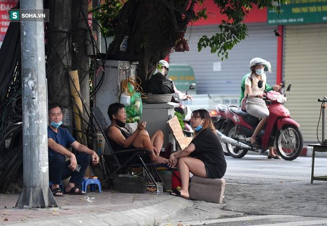 Hà Nội: Phố thời trang, nội thất mở cửa công khai dù chưa được phép - Ảnh 11.