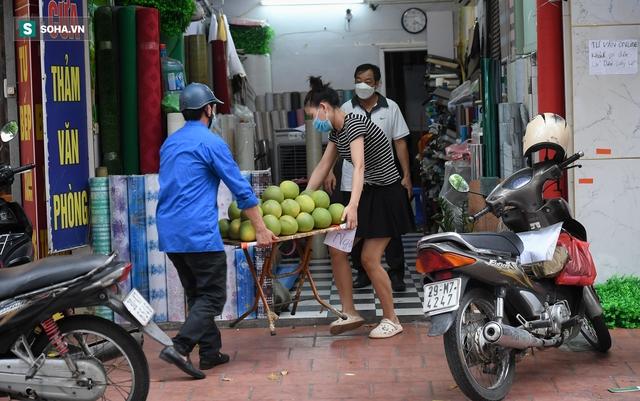 Hà Nội: Phố thời trang, nội thất mở cửa công khai dù chưa được phép - Ảnh 6.