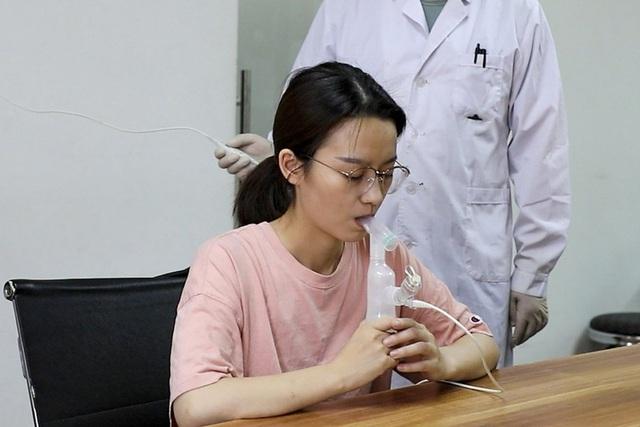 Trung Quốc có thể sắp có vaccine COVID-19 dạng hít đầu tiên trên thế giới - Ảnh 1.