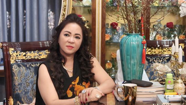 Toàn cảnh cuộc chiến giữa vợ chồng bà Phương Hằng và thần y Võ Hoàng Yên: Từng coi như người nhà đến tố cáo lừa 200 tỷ, chữa câm điếc chỉ là dàn dựng - Ảnh 2.