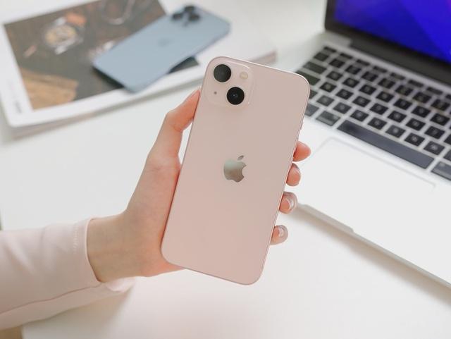 Ngắm ảnh thực tế iPhone 13 đầu tiên về Việt Nam, màu hồng đẹp xuất sắc! - Ảnh 3.