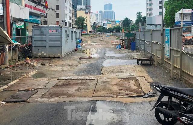 Cận cảnh ga ngầm metro Hà Nội bị nhà thầu nước ngoài dừng thi công - Ảnh 9.
