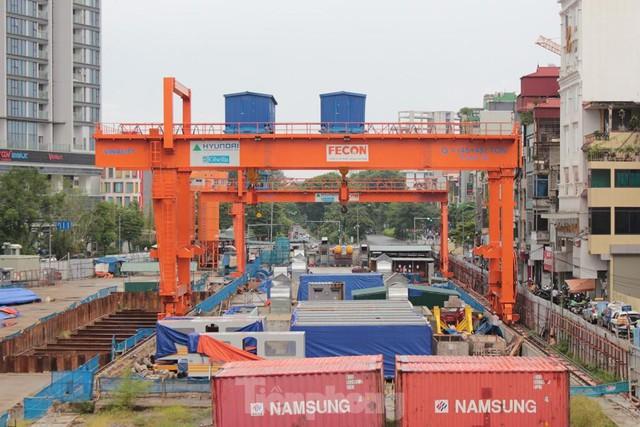 Cận cảnh ga ngầm metro Hà Nội bị nhà thầu nước ngoài dừng thi công - Ảnh 10.