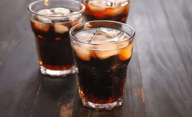Hãy tránh xa 4 đồ uống sau nếu không muốn sớm lão hóa - Ảnh 1.