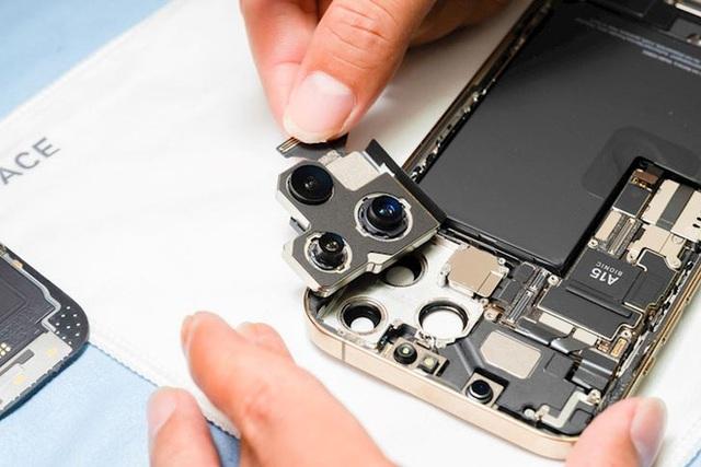 Hình ảnh mổ bụng chiếc iPhone 13 Pro Max đầu tiên tại Việt Nam, bên trong chiếc smartphone xịn xò này có gì? - Ảnh 5.