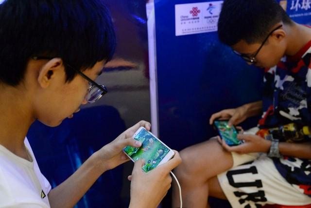 Trung Quốc hạn chế trẻ em giải trí trên mạng trong kế hoạch phát triển 10 năm - Ảnh 1.