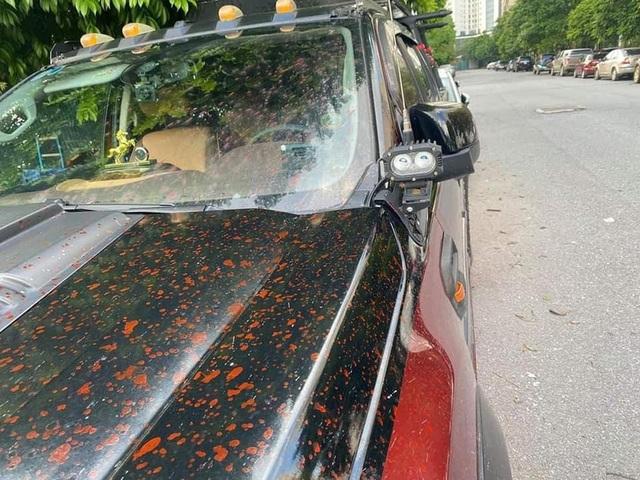 Hà Nội: Sáng sớm xuống lấy xe, hàng loạt tài xế sốc nặng vì xe bị xịt sơn đỏ - Ảnh 1.
