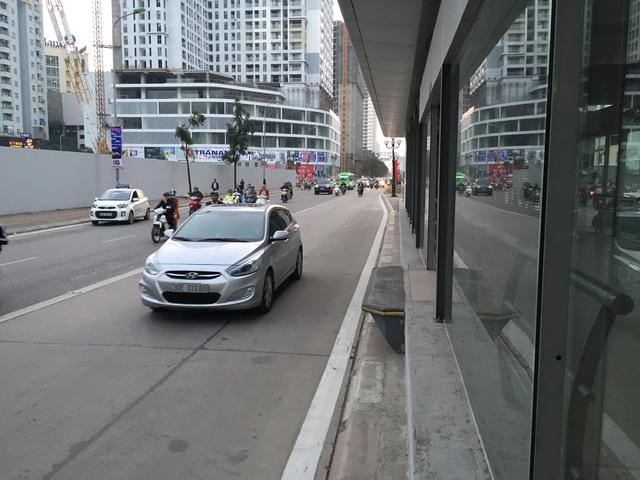 Làn bên trái ngoài cùng dành riêng cho xe BRT