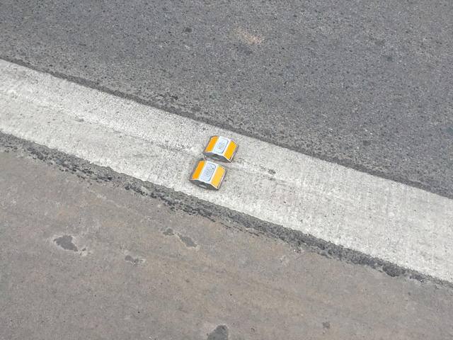 Có thể phân biệt làn dành riêng cho xe BRT qua vạch đinh màu vàng