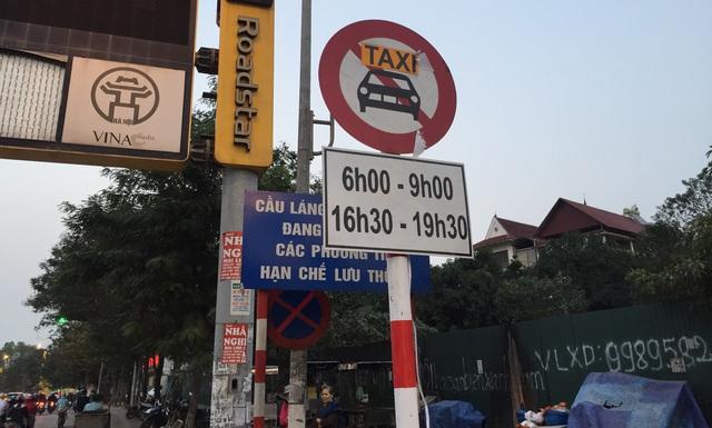 Cấm taxi lên cầu vượt trong thời gian cố định
