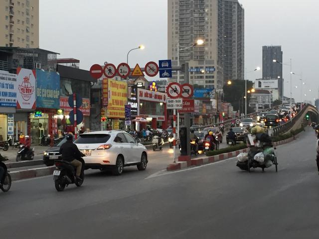 Xe máy sẽ bị cấm đi trên 2 cầu vượt nhẹ Láng Hạ - Huỳnh Thúc Kháng trong giờ cao điểm