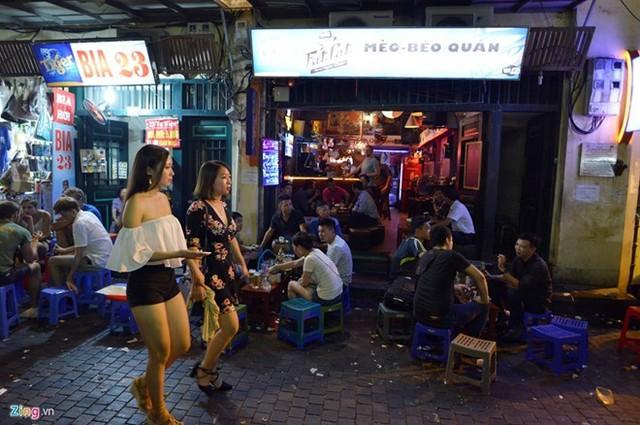 Vấn đề ăn mặc được đề cập đến rất nhiều trong bộ quy tắc ứng xử nơi công cộng ở Hà Nội. Ảnh minh họa: Lê Hiếu.