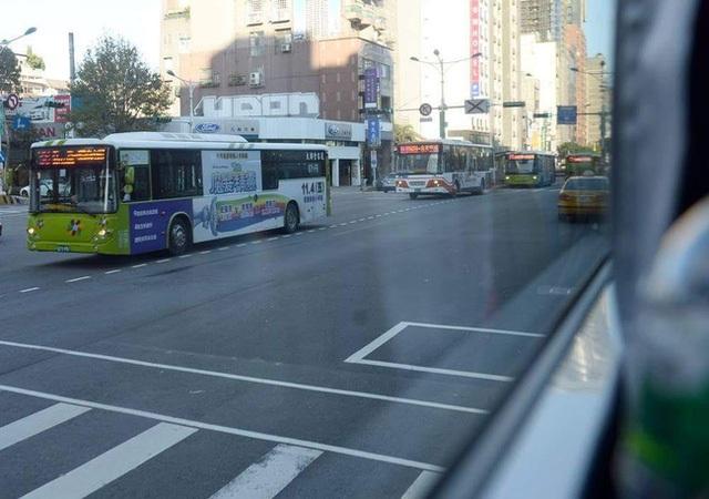 Tại Đài Loan, hệ thống xe buýt siêu nhanh cũng được rất nhiều người đón nhận.