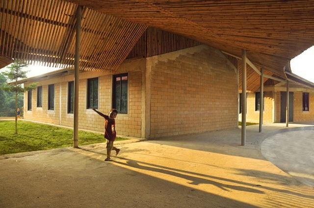 Toàn bộ trần được làm bằng tre để để chống nóng.