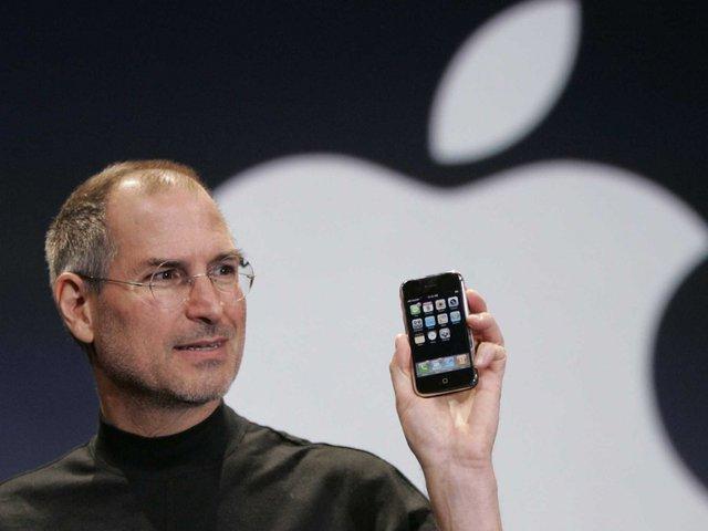 Đánh dấu bước đột phá của công nghệ, nên giá của chiếc iPhone đầu tiên cũng trên trời so với mặt bằng chung.