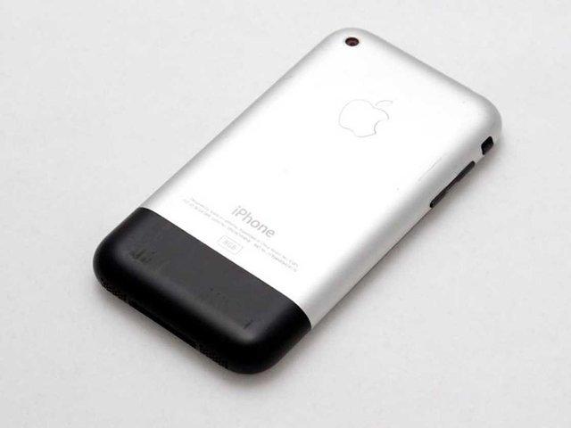 Camera của iPhone thời đó là khoảng tầm 2 MP, sẽ cho bạn những tấm hình không thể…chán đời hơn. (so với iPhone 7 hay 7 Plus bây giờ là 12 MP)