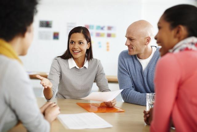 Hãy sử dụng giọng trầm cho những đoạn cần nhấn mạnh và sử dụng giọng tông cao cho những câu hỏi.