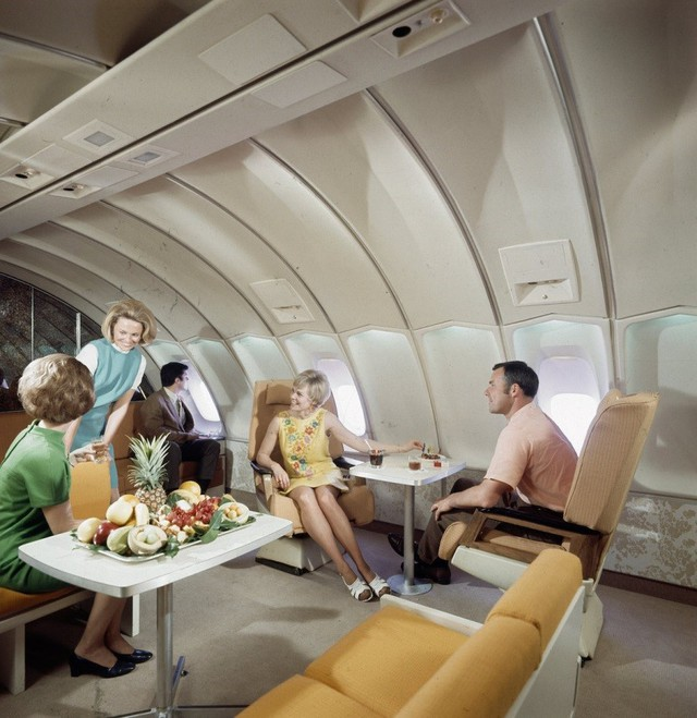 13 bức ảnh cho thấy bữa ăn trên máy bay cách đây 60 năm sang chảnh gấp chục lần ngày nay - Ảnh 11.