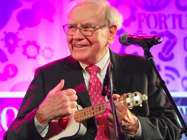 Kể cả sau khi rời nhà để theo học kinh doanh tại trường đại học Columbia, Buffett vẫn tiếp tục ghé thăm gia đình Thompsons. Cuối cùng, tài năng âm nhạc cũng giúp ông chinh phục được trái tim của Susan. Họ kết hôn vào năm 1952.