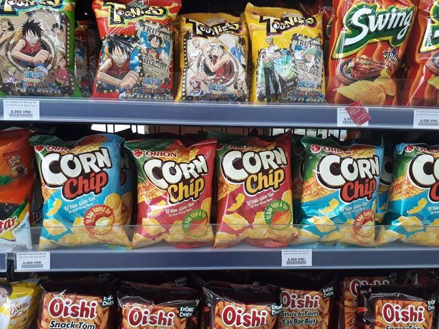 Bim bim Corn Chip của Orion bán với giá 6.000đ/gói tại Circle K, trong khi cửa hàng tạp hóa chỉ bán với giá 5.000đ.