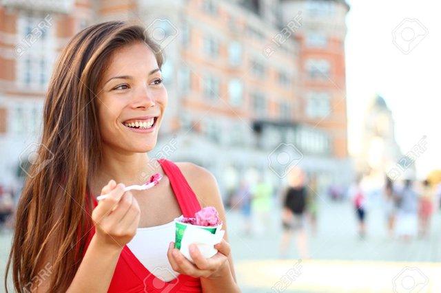 Ăn kem làm bạn hành phúc!