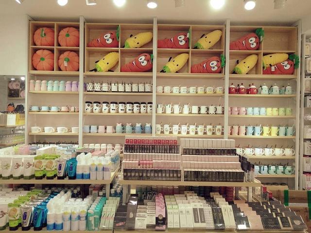 2 1508917395387 Lý giải sức hút của Miniso, Ilahui, Usupso... tại Việt Nam: 1 năm mở 100 cửa hàng, có shop thu về cả 100 triệu mỗi ngày