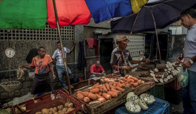 Cuộc đua sinh tồn ở Venezuela: Thực phẩm, thuốc men khan hiếm, mua 1 tách cà phê hay gọi taxi cũng chẳng khác vật lộn trên chiến trường - Ảnh 5.