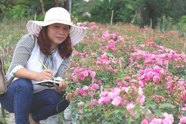 Âm thầm nghỉ việc, vay nặng lãi trồng 6.000 gốc hồng - Ảnh 1.
