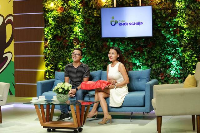 Nguyễn Văn Vững (trái) trong một talk show về khởi nghiệp của Đài truyền hình TPHCM