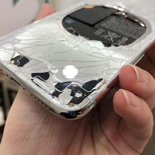 iPhone X vỡ phần lưng máy