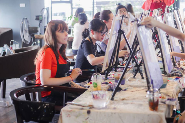 Bên trong một lớp học vẽ của Tipsy Art.