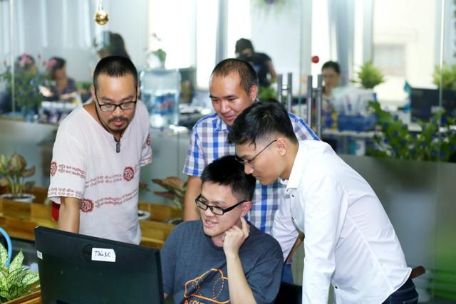 Hải Đăng và mhững đồng nghiệp trong team Tech. Ảnh: Đức Hoàng