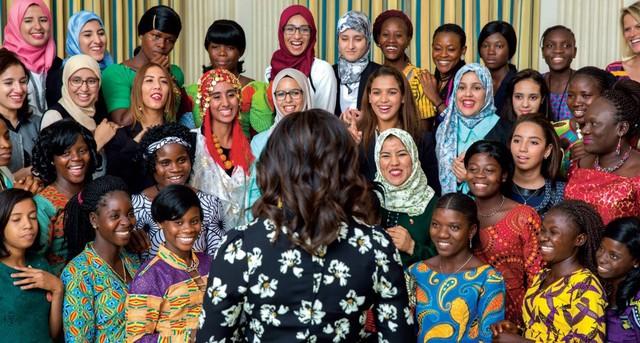 Bà Michelle Obama gặp gỡ với các phụ nữ khác tại Liberia và Morocco.