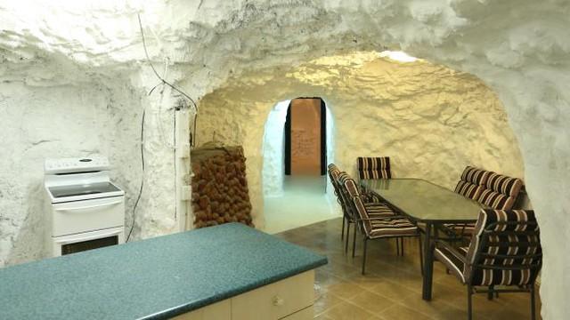 Sợ nóng, người dân rủ nhau xây nhà dưới lòng đất ở Australia - Ảnh 5.