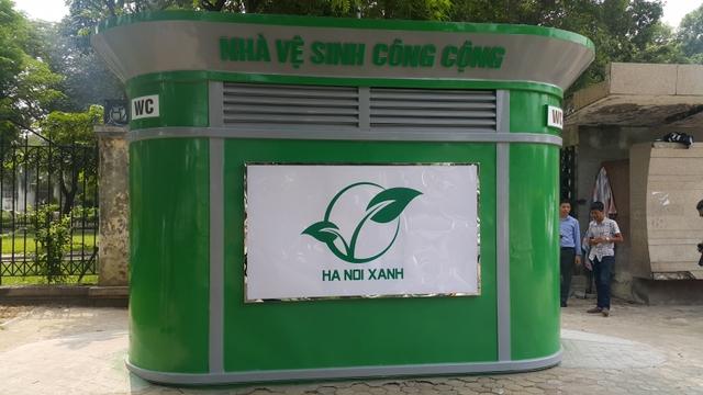 Lý do Hà Nội gấp rút xây 1000 nhà vệ sinh công cộng: Dân số 7 triệu, gần 3 triệu người thường xuyên ra vào nhưng có chưa tới 700 công trình - Ảnh 1.