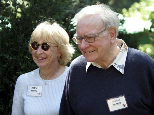 Cả 3 người đều rất thân thiết như một bộ ba thực thụ. Mẹ tôi và Astrid rất thân thiết và thực sự yêu quý nhau, Susie Buffett chia sẻ với tờ The New York Times. Họ thậm chí còn ký tên chung dưới thiệp Giáng sinh.