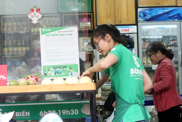 """Đang """"ăn nên làm ra"""" với việc là đối tác quảng cáo cho Facebook, Google, Nguyễn Khánh Trình đã quyết định quay sang làm thực phẩm sạch. (Ảnh: Trung Hiền/Vietnam+)"""