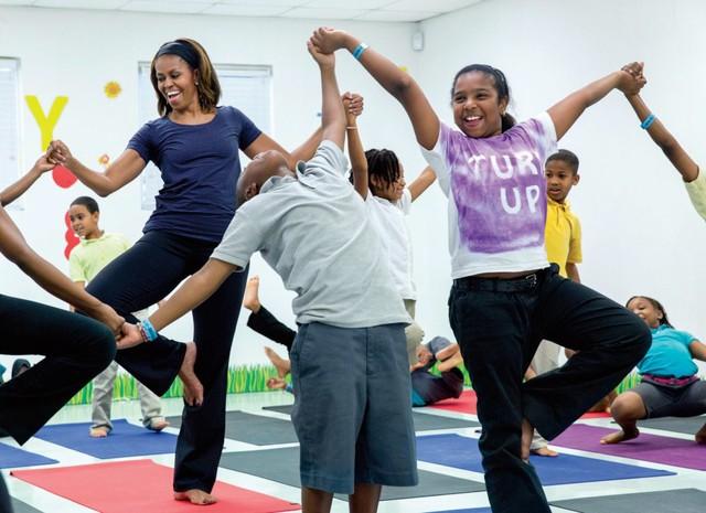 Bà Michelle Obama với sự thân thiện, hòa đồng khi tham gia các sự kiện là nguồn cảm hứng cho những người đi theo tháp tùng bà.