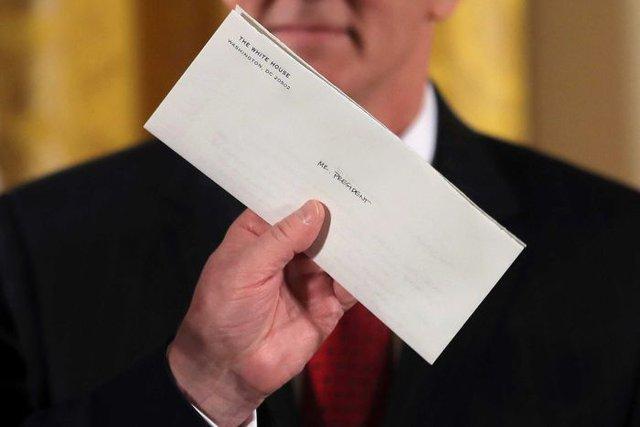 Lần đầu tiên hé lộ nội dung bức thư tay ông Obama gửi Tổng thống Trump ngay trước khi rời Nhà Trắng - Ảnh 1.